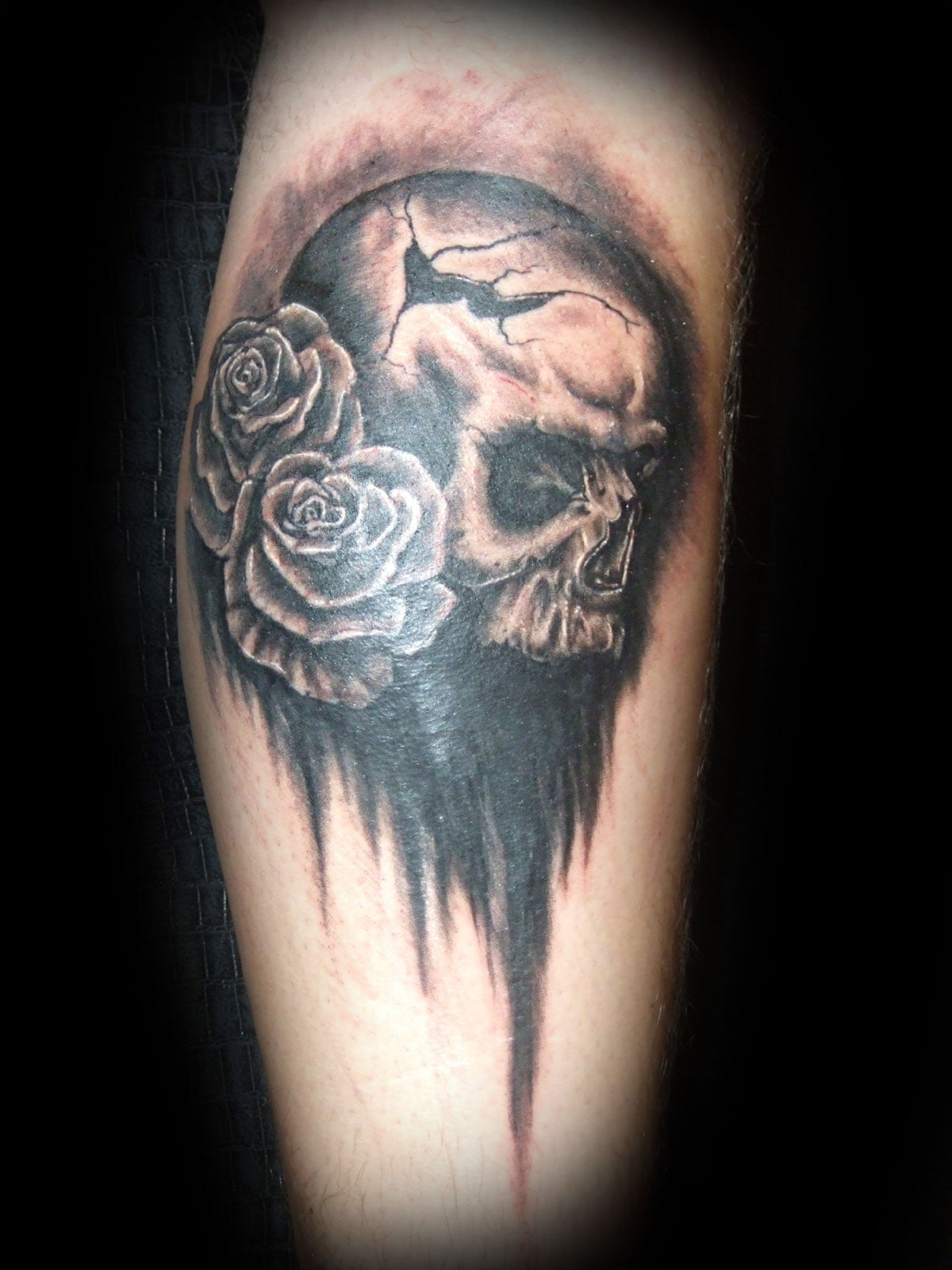 Skull And Roses Tattoos Pictures